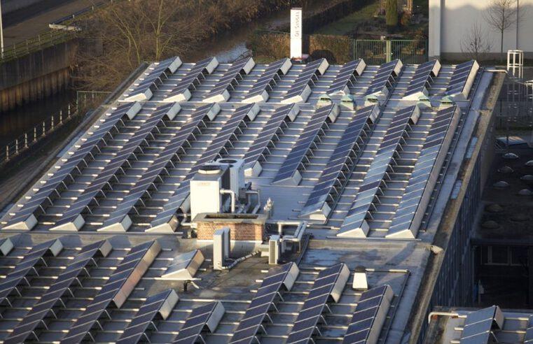 Parama saulės elektrinėms ant visuomeninių pastatų stogų