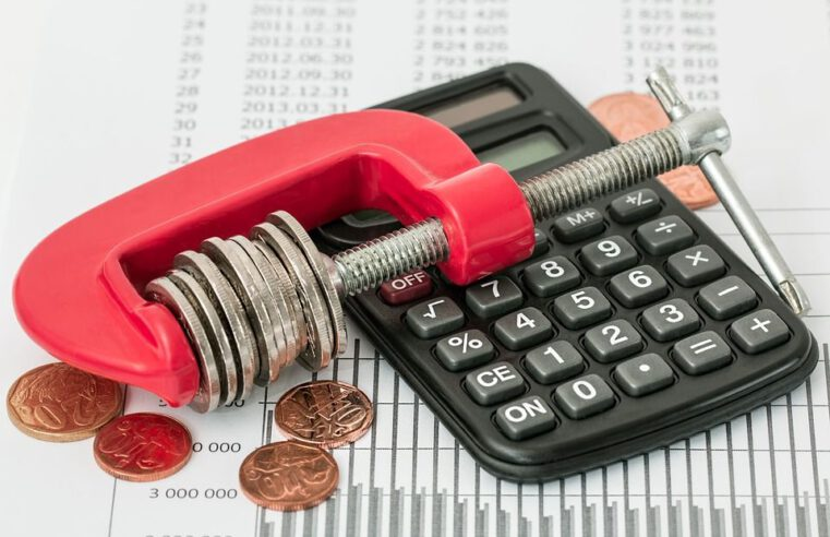 Kaip skolų pirkimas išsprendžia problemas?